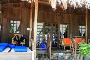 049 Siladen Beach-Bungalow